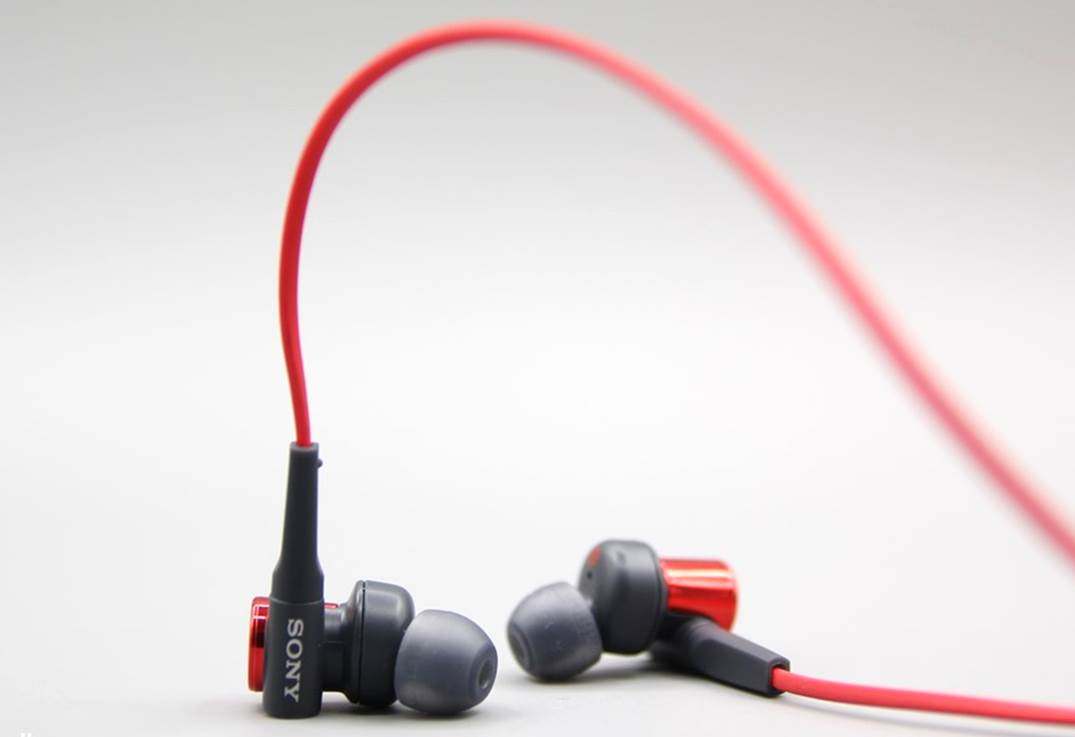 Sony MDR XB50AP Extra Bass Earbuds Review (1)