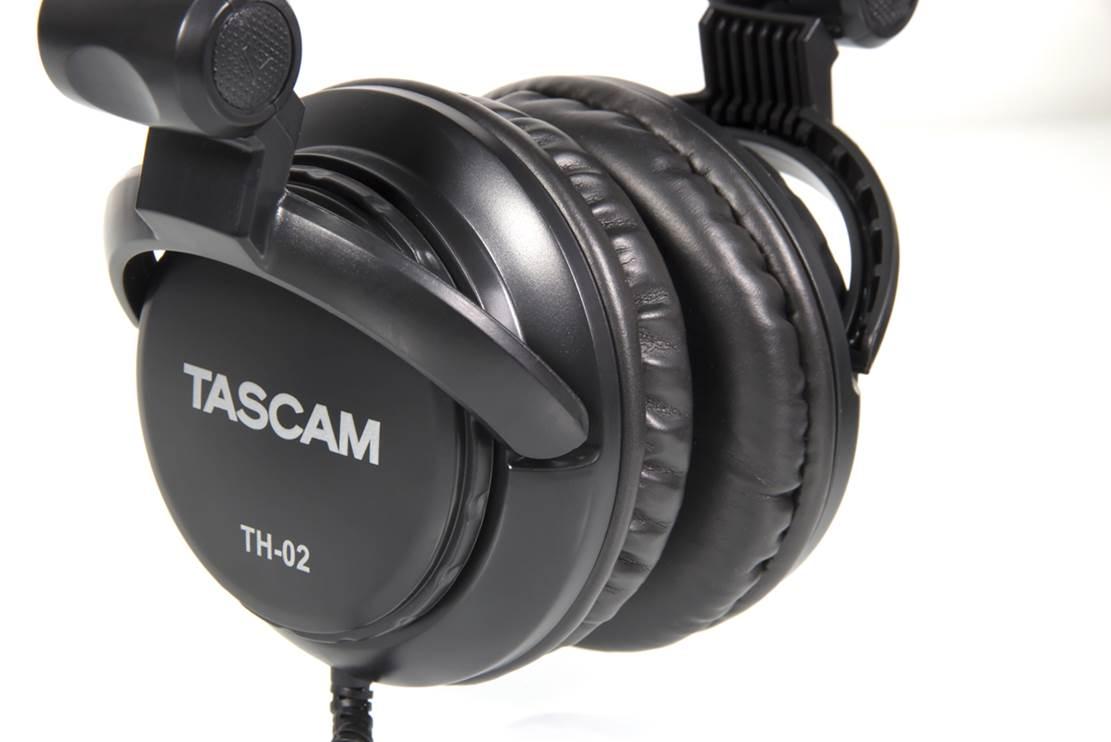 Tascam TH-02 Studio Headphones (1)