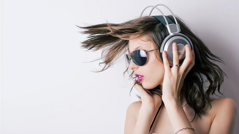 Top 10 Best Over Ear Bluetooth Headphones Of 2018