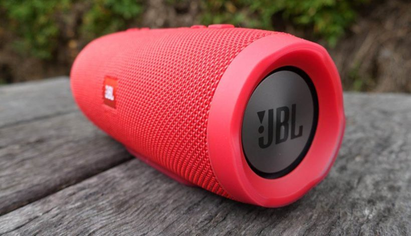 JBL Charge 3 Review - The Bluetooth Speaker that charges