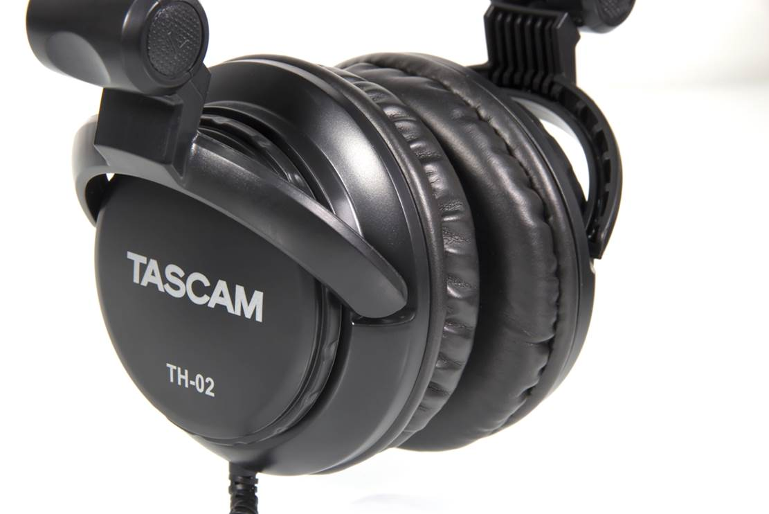 Tascam TH-02 Studio Headphones (1)