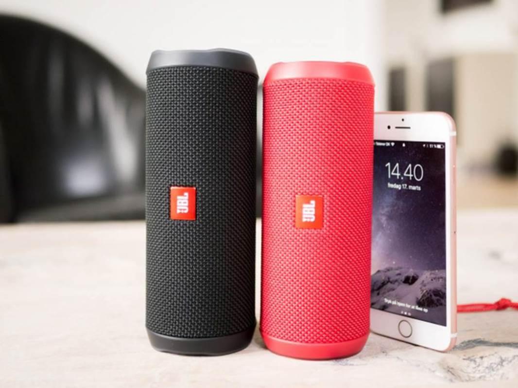 Jbl Flip 4 Review The Pros Amp Cons Of Jbl S Flagship Speaker